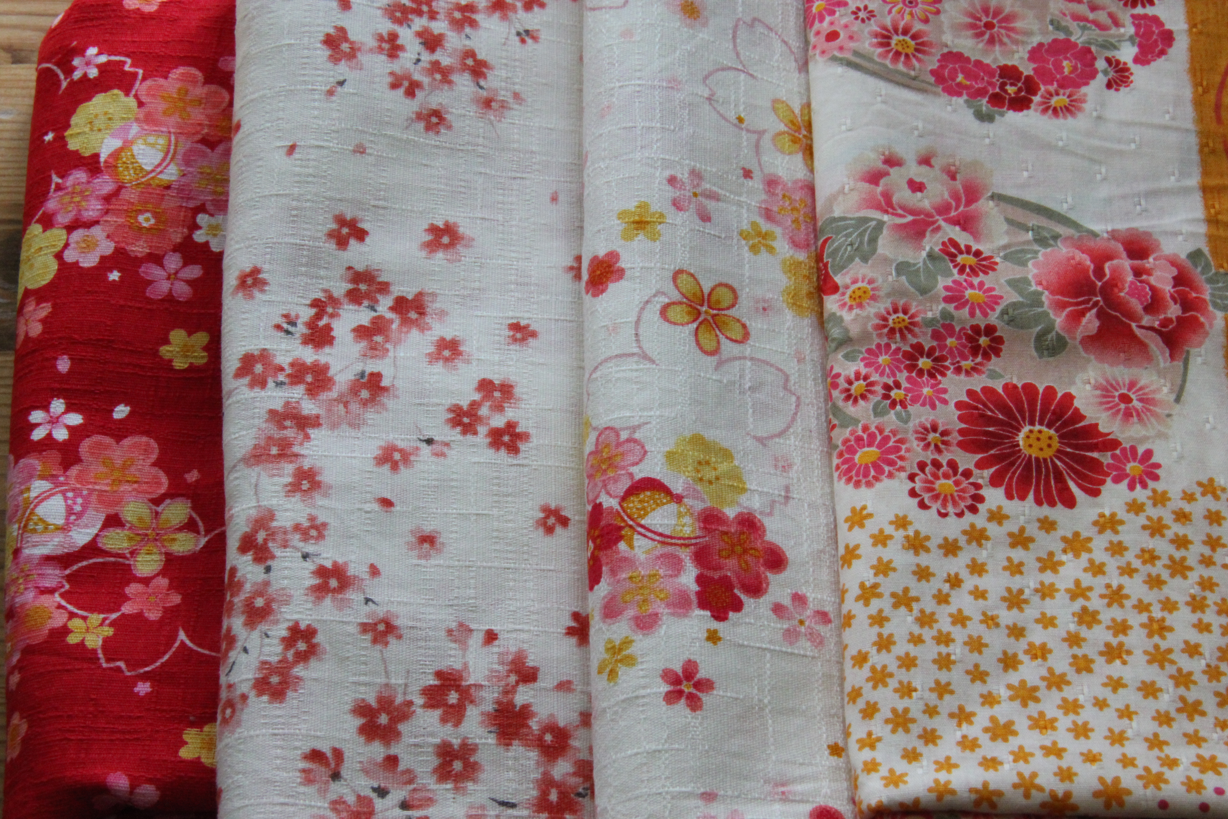 Unique Red And Green Floral Fabric Ap48