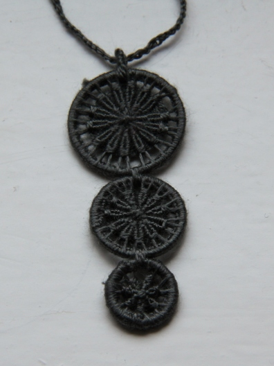 Dorset Button Neclace made with embroidery silk dyed with black hollyhock (height 5cm).